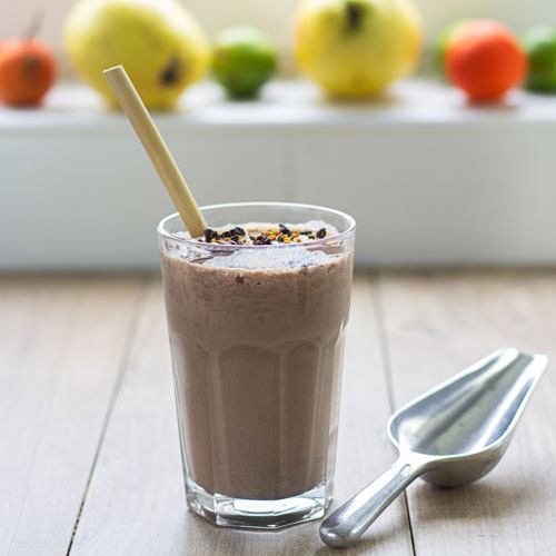 cacao nibs and bee pollen for smoothie recipe